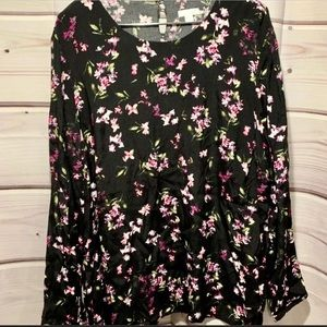 NEW!! Fall in ♥️ with this Floral Blouse 🌸